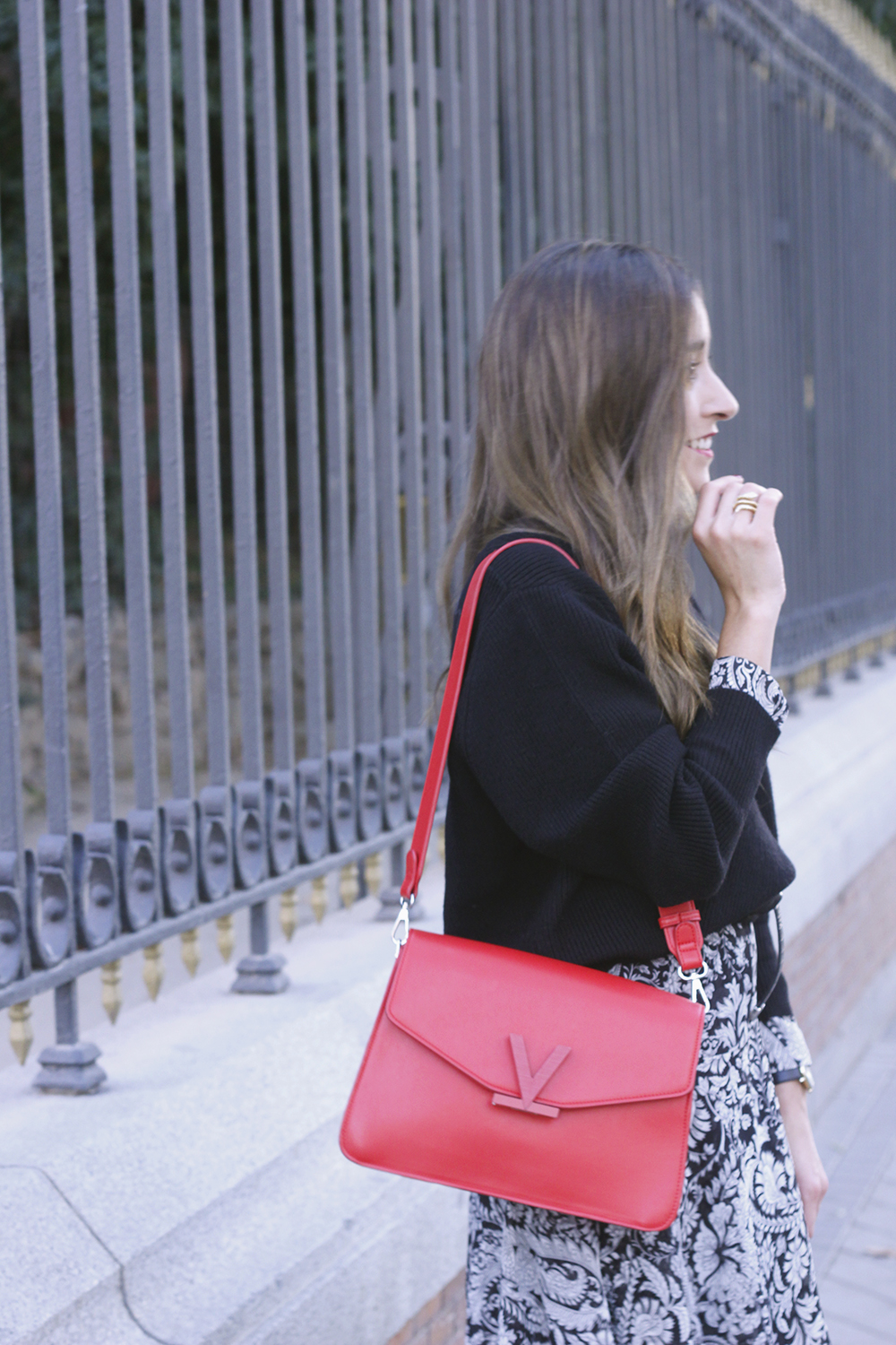 how to wear a midi dress with a sweater converse valentinobags street style casual outfit 20183388