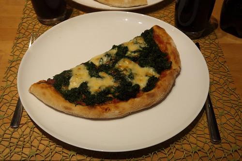 Spinat Mozzarella Pizza (meine Hälfte)