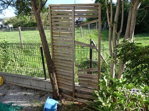 台風24号でフェンスが倒れた