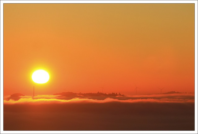 Yeun Elez, Brumes sur les Monts d'Arrée au Lever du Soleil