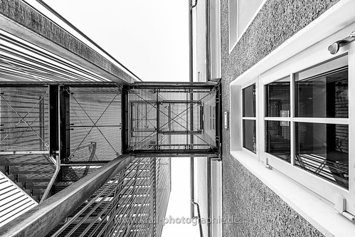 Vertical central perspective