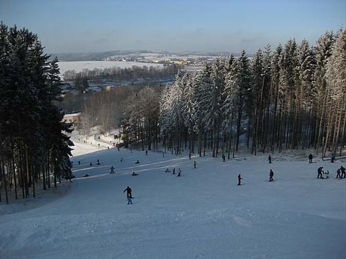 Lyžujte 3 hodiny v lyžařském areálu HLINSKO se slevou 30 % kdykoli v sezóně 2018/19