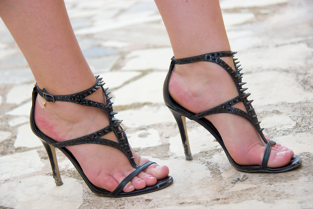 Outfit_Guess_stud_heels