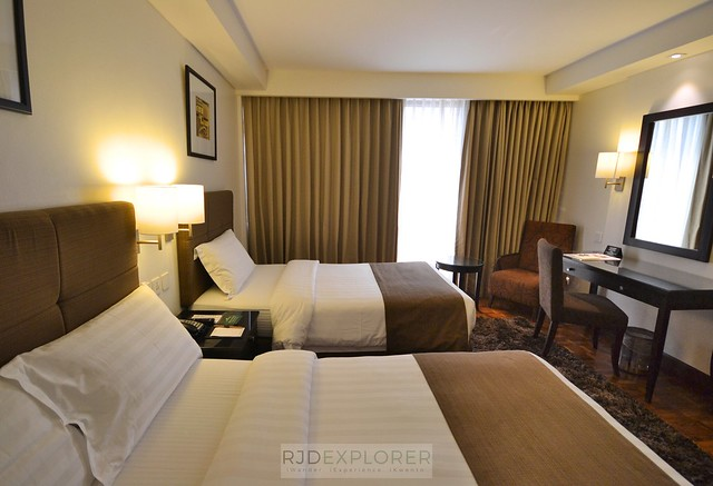city garden hotel makati executive deluxe room