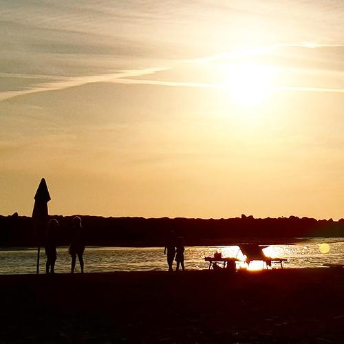 Fiumicino: relax in spiaggia, al tramonto