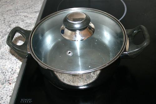 06 - Topf mit Wasser aufsetzen / Bring pot of water to a boil