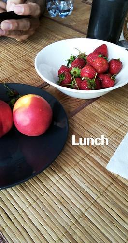 nizhny-lunch-fruits