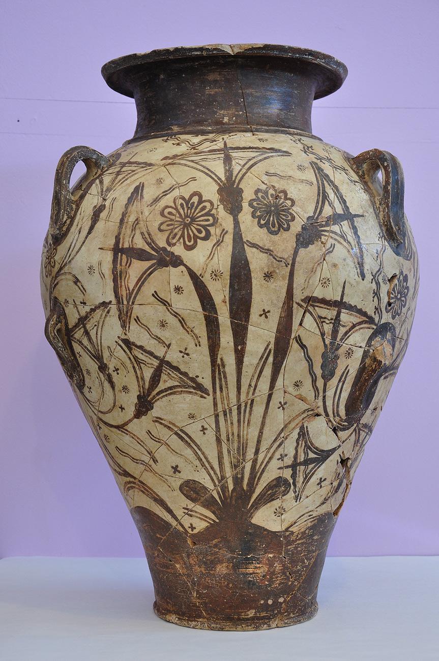 """Πήλινος πιθαμφορέας του """"ανακτορικού ρυθμού"""" με γραπτή διακόσμηση παπύρων και ροδάκων, 1600/1500 π.Χ."""