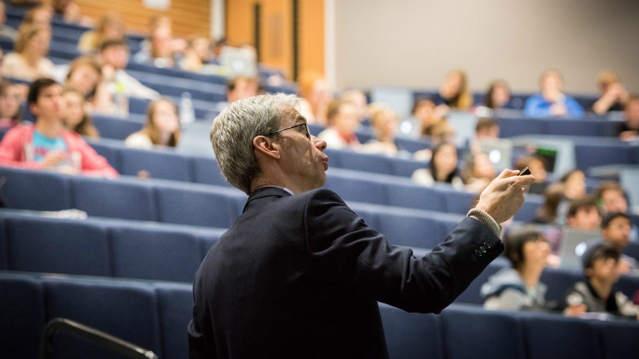 Dr Alex Jeffries delivering a lecture