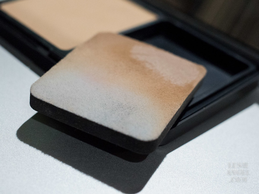 make-up-for-ever-matte-velvet-skin-powder-foundation-review