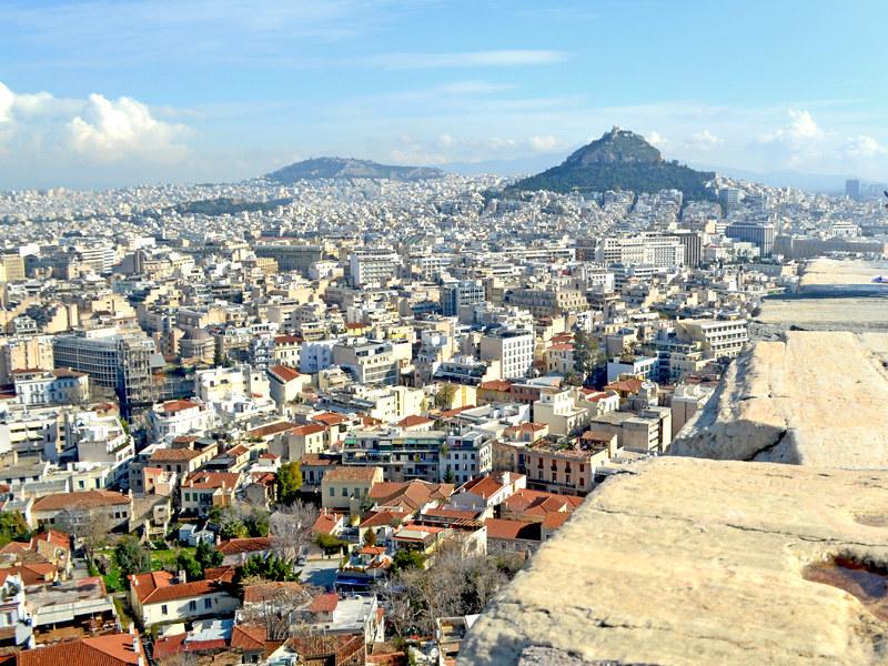 Vistas de Atenas, de los barrios de Plaka, Monastiraki y del Monte Licabeto desde la Acrópolis de Atenas