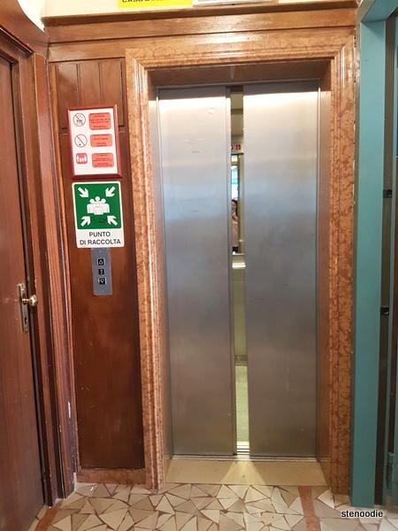 Hotel La Pace elevator