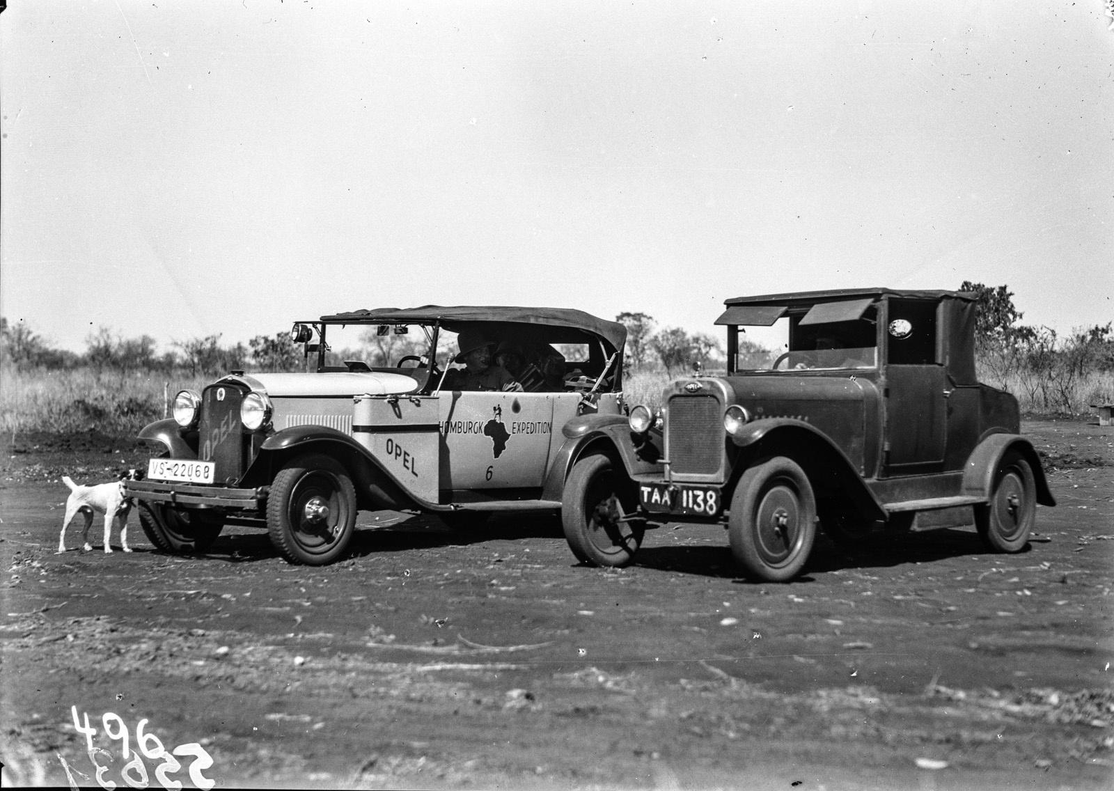 Нижняя Саби. Две экспедиционные машины Opel.