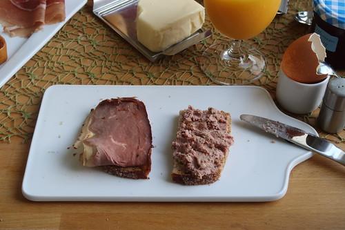 Roastbeef und Leberwurst auf Dinkelbrot