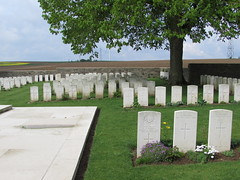 Achiet-le-Grand: Achiet-le-Grand Communal Cemetery Extension (Pas-de-Calais) - Photo of Beugnâtre