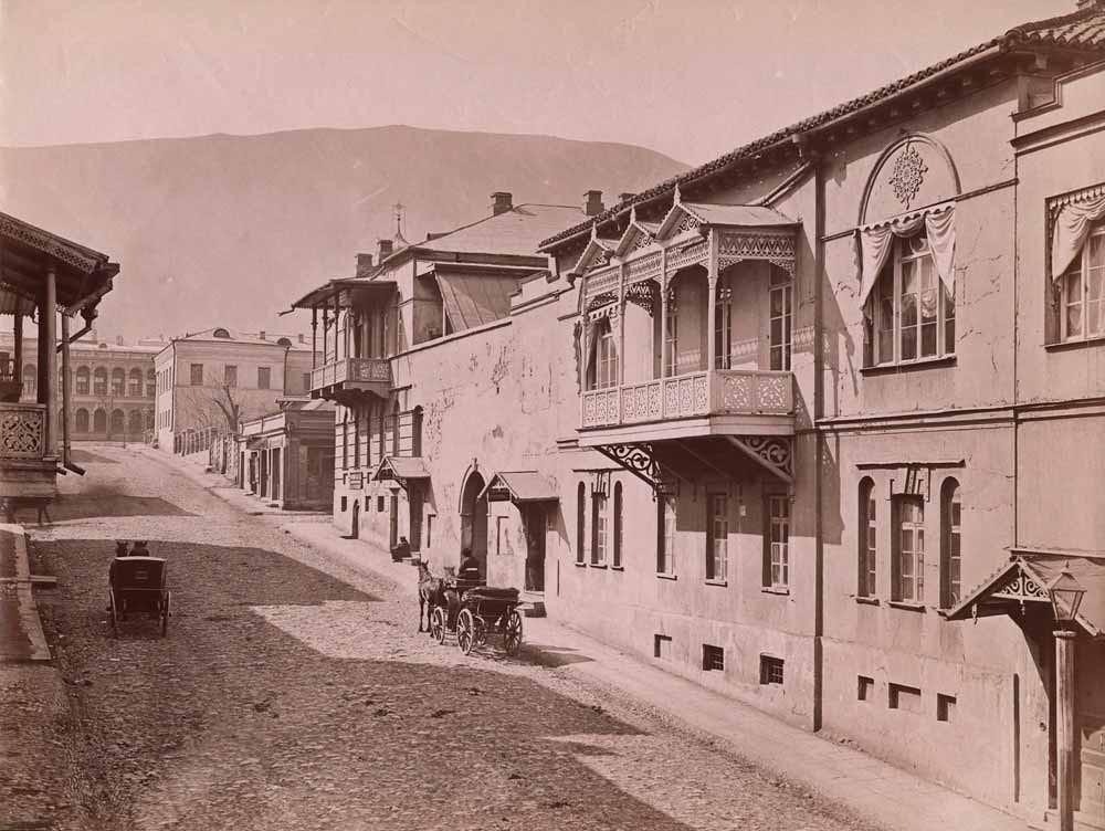 Баронская улица и дворец