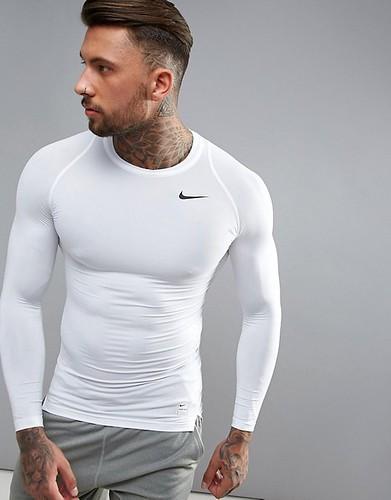 Camiseta slim fit quedando bien