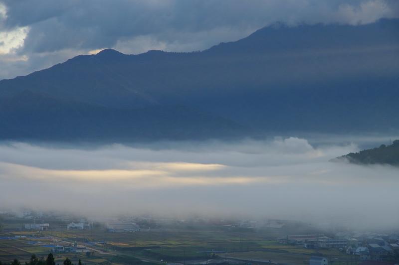 太陽と朝霧が作る風景_201810_NO2