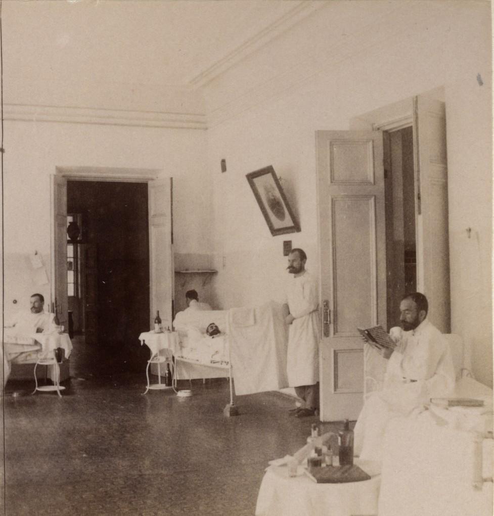 Общая палата мужского отделения больницы