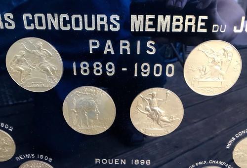 Medals chocolats front center ecu