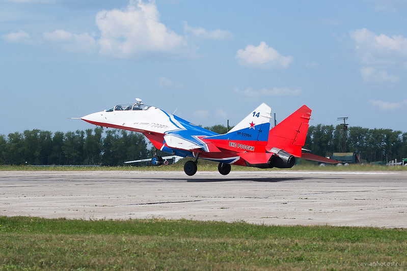 Mikoyan-Gurevich_MiG-29UB _RF-92804_14blue_Russia-Airforce_185_D801413