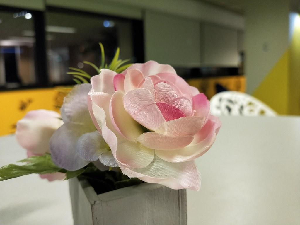 Bunga hiasan di meja