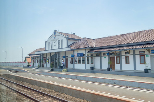 stasiun station dutch heritage railway indonesia train keretaapi rel architecture building jawatengah centraljava losari brebes