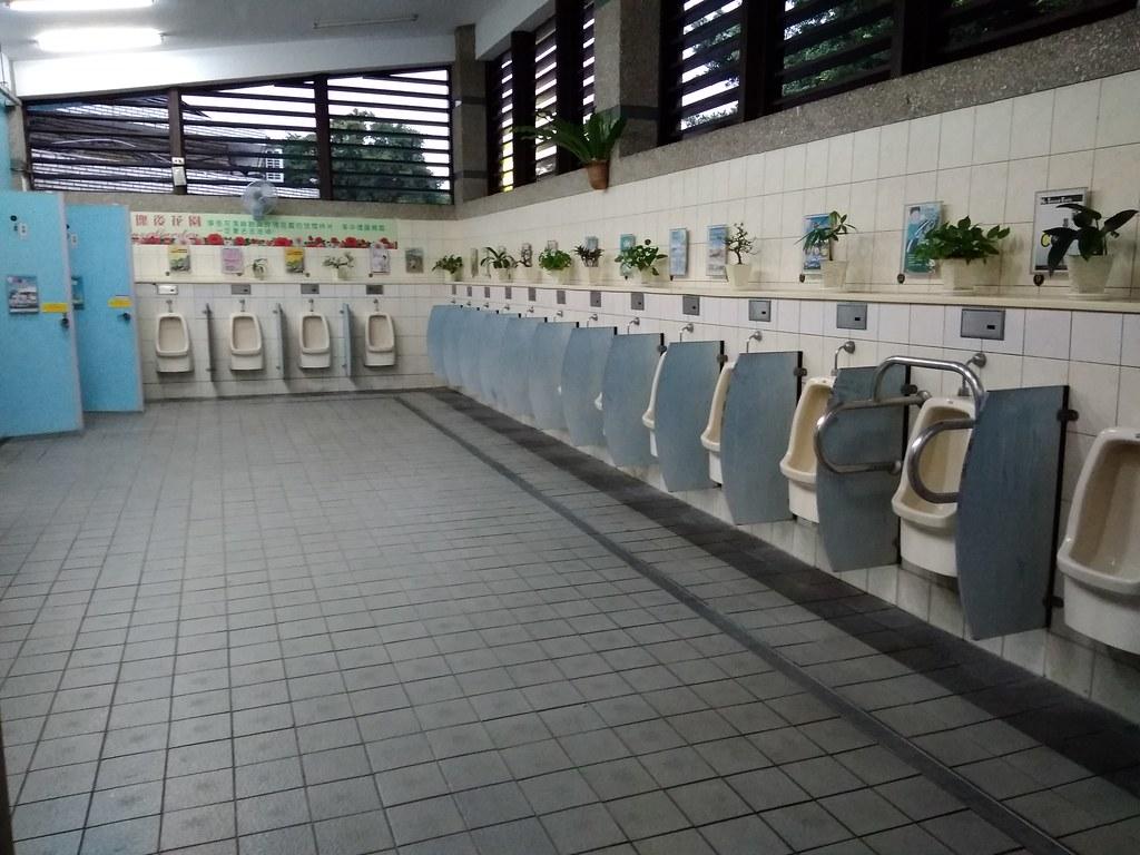 中坜服务区男厕