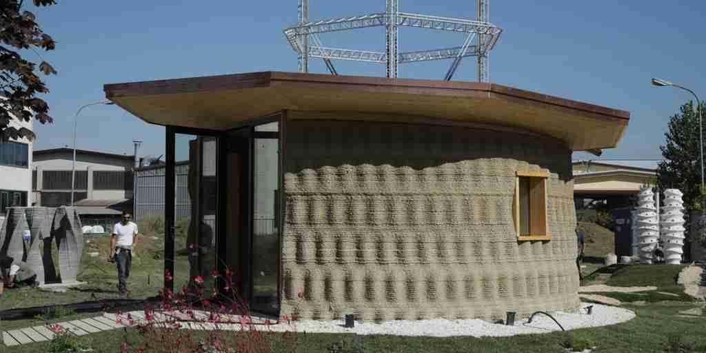 Une maison imprimée en 3D avec de la boue
