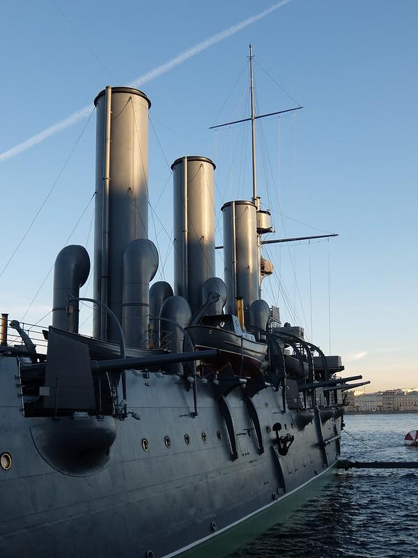 Санкт-Петербург - Крейсер Аврора - Вид на Неву