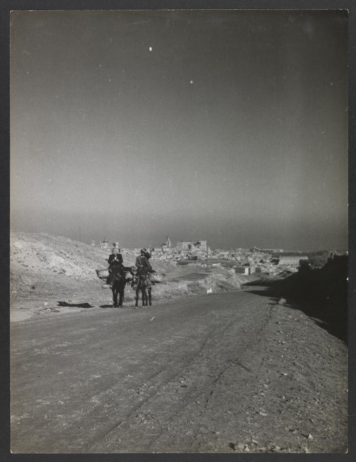 Carretera de Navalpino. Fotografía de Yvonne Chevalier en 1949 © Roger Viollet