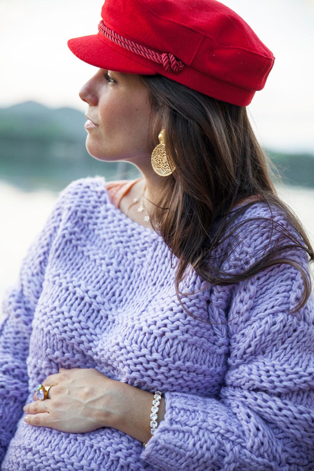 09_Como_combinar_un_jersey_lila_revolve_theguestgirl_falda_roja_look_otoño_barcelona_embarazada_laura_santolaria