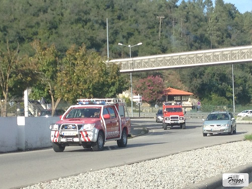 Bombeiros Toyota Hilux Tracker & Land Rover Defender Fire Engines - Coimbra