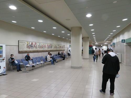福島競馬場のコンコースをつなぐ通路