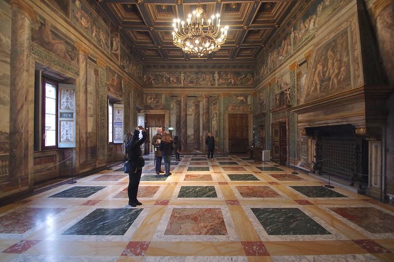 Villa Farnesina 01