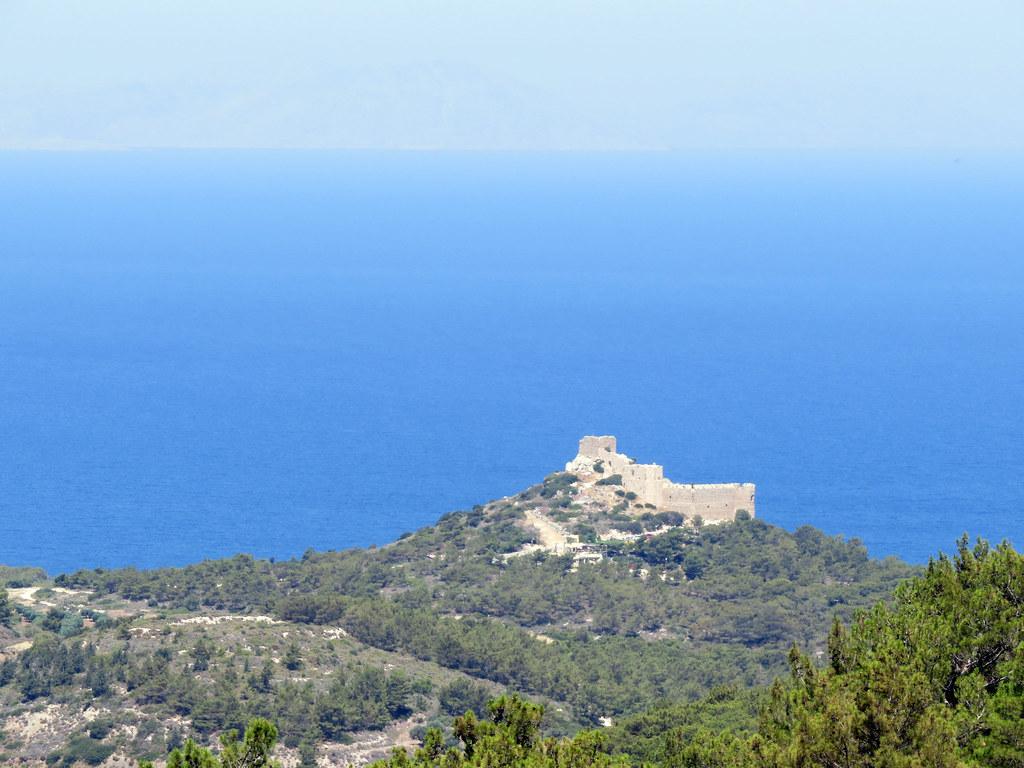 Вид на замок с холма