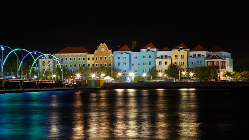 willemstad curaçao cw dutchantilles dutch antilles caribbean curacao queenemmabridge koningin emmabrug bridge pontoon otrabanda punda night