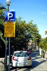 Партизанская дорога в Херцег Нови, входящая в Желтую парковочную зону
