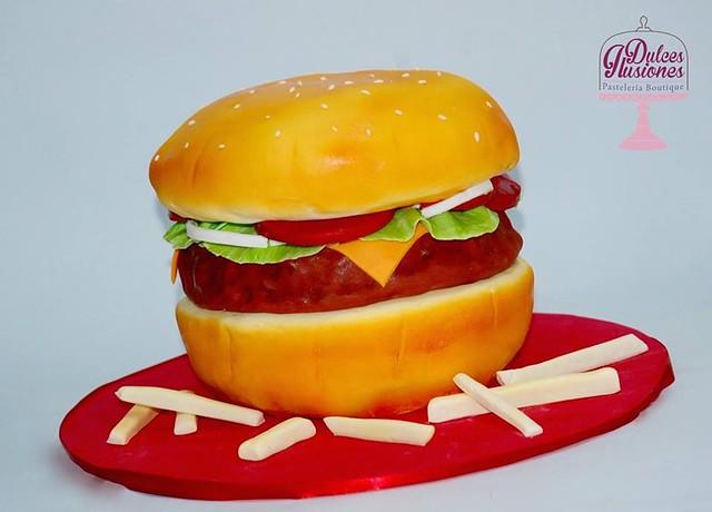 Burger Cake by Dulces Ilusiones Pastelería Boutique