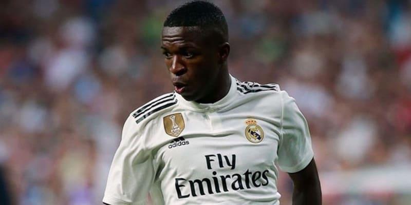 Carlos: Vinicius bisa menjadi superstar Real Madrid
