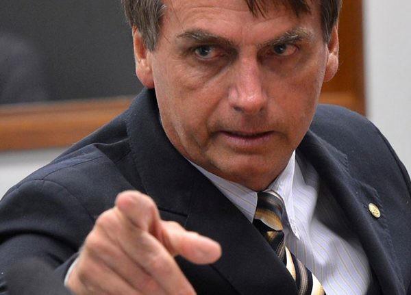 Bolsonaro faz manobras para enfraquecer as instituições exatamente como agiram os ditadores fascistas. - Créditos: Wilson Dias/ Agência Brasil