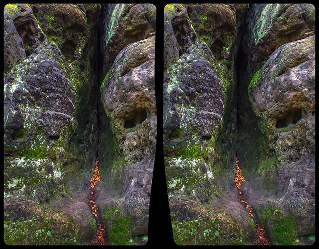 Sandstone crevice 3-D / Stereoscopy / CrossEye / HDR / Raw