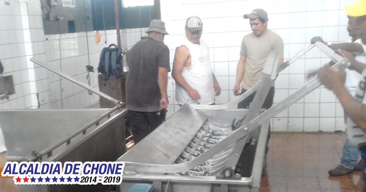Centro de faenamiento de Chone estrena depiladora de cerdos