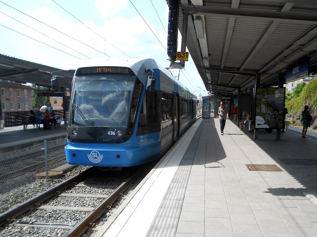 """Станция метро """"Alvik"""". Трамвай."""