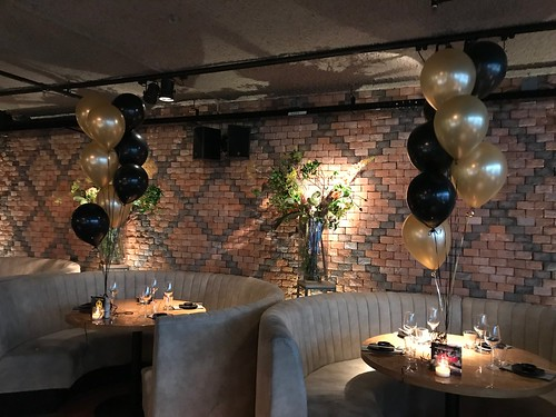 Tafeldecoratie 8ballonnen Cafe in the City Rotterdam