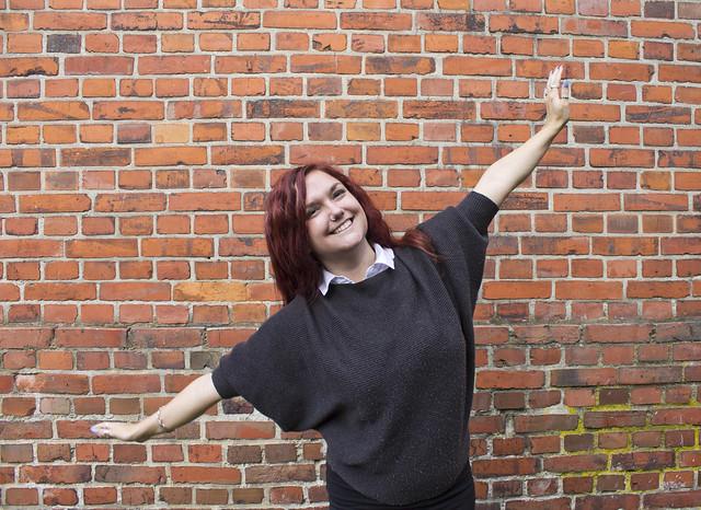 Clara Löfvenhamn är glad eftersom nu lanseras Facebook-gruppen Bossbrudar.