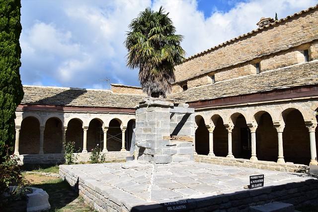 Claustro de la Catedral de San Vicente (Roda de Isábena, Aragón, España, 2-9-2018)