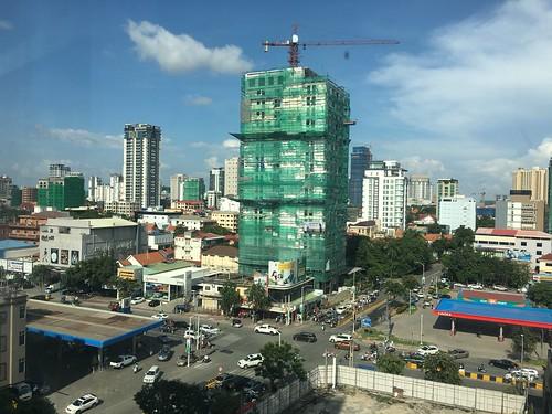 kingdomofcambodia cambodia កម្ពុជា ភ្នំពេញ phnompenh intersection construction crane petrolstation