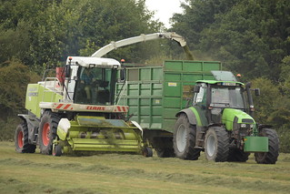 Claas Jaguar 890 SPFH filling a Smyth Trailer drawn by a Deutz Fahr Agrotron Tractor