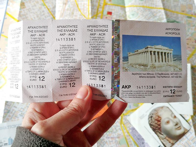 Para cuando visites Atenas te vendría bien saber que existe un Tivket combinado con el cual puedes entrar en los siete lugares arqueológicos más importantes de la ciudad, incluyendo la Acrópolis